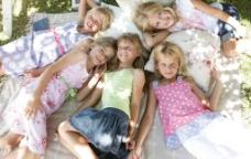 阳光下的女孩们图片