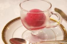 黑加仑的果汁露冰激凌图片