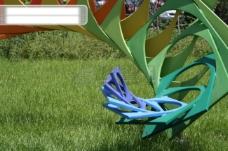 草地上的装饰雕塑