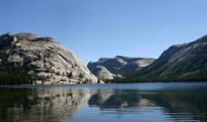 高山湖泊图片