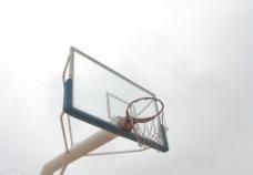 孤单的球架图片