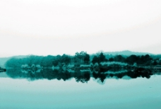 河水倒影图片