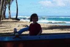 沙滩上的女孩图片