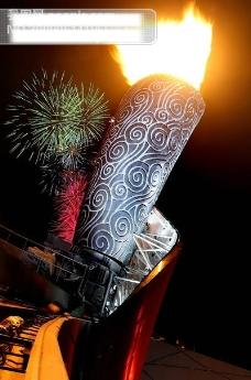 北京奥运会鸟巢上空的主火炬